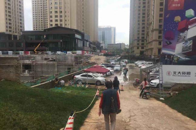 昆明北大资源博泰城:交房半年多还是大工地